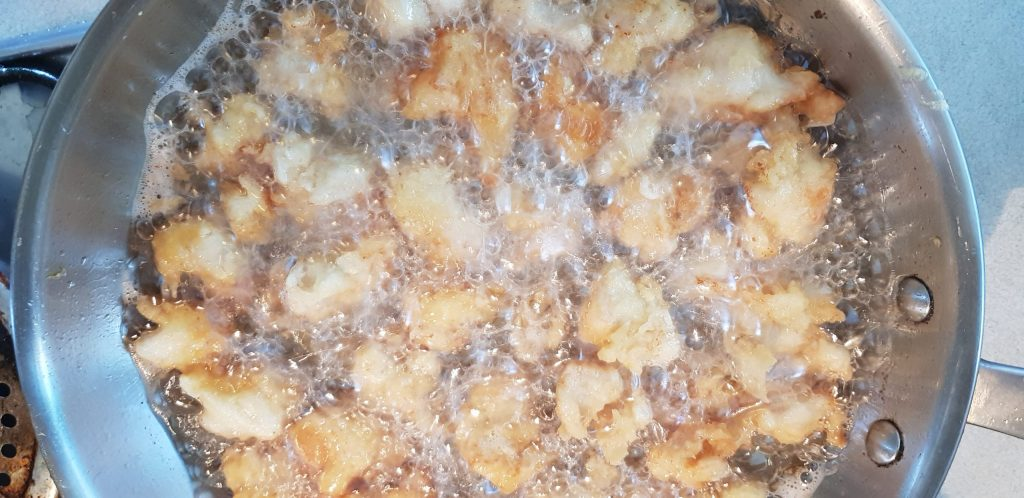 szezámmagos csirke sütése