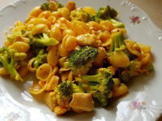 brokkolis csirkés tészta